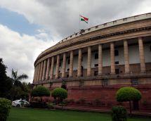 संसद परिसर में एनडीए सांसदों का कांग्रेस के खिलाफ धरना