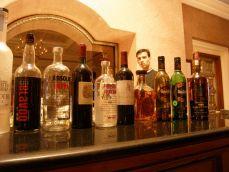 दिल्ली में सिर्फ महिलाओं के लिए खुली शराब की दुकान