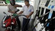 तीन दिन बाद फिर गिरे पेट्रोल के दाम, जानिए कितना सस्ता हुआ पेट्रोल