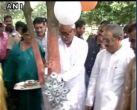 Bihar CM Nitish Kumar ties rakhi to tree on Raksha Bandhan