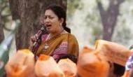 स्मृति की सभा में किसान ने फेंकी चूड़ियां, बताया कांग्रेस की करतूत
