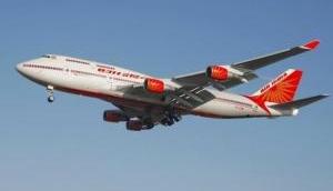 VIDEO: तेज हवा से निकल गई AIR इंड़िया के विमान की खिड़की, तीन यात्री घायल