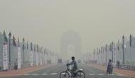 दिल्ली की हवा हुई खराब, सांस लेने का मतलब 50 सिगरेट रोज पीना