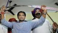 गुजरात चुनाव से पहले कांग्रेस से जुड़े हार्दिक पटेल और अल्पेश ठाकोर