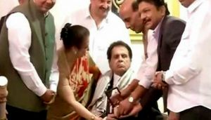 Dilip Kumar conferred with Padma Vibhushan by Home Minister Rajnath Singh