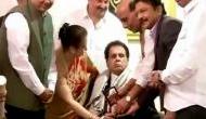 दिलीप कुमार से मिलने पहुंचे उनके 'बेटे'