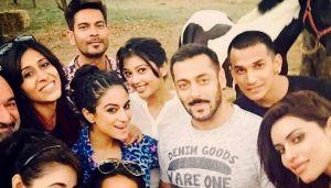 Bigg Boss 9 party at Salman Khan's farmhouse: Watch Rishabh, Priya & Prince dance to DJ wale babu
