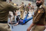 दिल्ली पुलिस की गुंडागर्दी: आतंक की कहानी, पीड़ितों की जुबानी