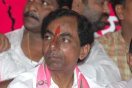 TRS says 200 % pay hike will eradicate corruption; Congress highlights farmer suicides