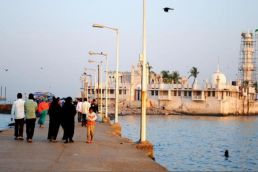 Maharashtra govt backs women's demand to enter Haji Ali Dargah