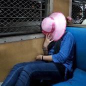 ट्रेन डायरी: लेडीज़ कोच की निजी दुनिया