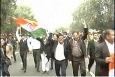 जेएनयू विवाद: वकीलों ने पटियाला कोर्ट से इंडिया गेट तक मार्च निकाला
