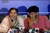 रोहित वेमुला की मां: स्मृति बताएं मेरा बेटा देशद्रोही था?