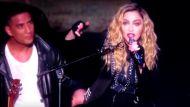 वीडियोः ब्रिस्बेन में मडोना के फैंस को आया गुस्सा, टिकट के पैसे लेकर लौटे