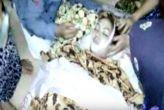 वीडियो: खतरनाक कोबरा के काटने पर भी गाती रही गायिका, हो गई मौत