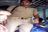 वीडियो देखें: ट्रेन में सीट के बदले वसूली करता जीआरपी जवान