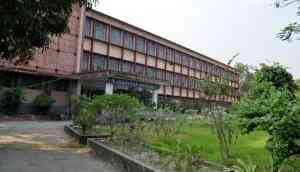 Jadavpur University impasse on admission test continues even as VC says he wants to quit