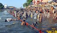 प्रयागराज: कुंभ मेले में बड़ा हादसा, 12 श्रद्धालुओं से भरी नाव संगम में पलटी