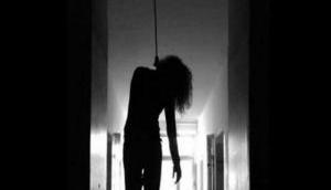 दिल्ली: अपने दो मासूम बच्चों की पंखे से लटकाकर की हत्या, फिर मां ने खुद कर लिया सुसाइड, पति के उड़ गए होश