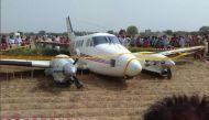 दिल्ली: नजफगढ़ के पास एयर एंबुलेंस क्रैश, बाल-बाल बचे यात्री