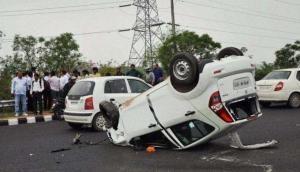 महाराष्ट्र में पुणे-सोलापुर हाइवे पर तेज रफ्तार कार की ट्रक से जबरदस्त भिड़ंत, 9 छात्रों की मौके पर मौत