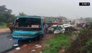कर्नाटक: कार-बस की टक्कर में 8 स्कूली बच्चों की मौत