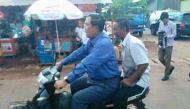 बिना हेलमेट कंबोडिया के पीएम ने चलाई बाइक, भरा जुर्माना