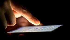 सावधानः बच्चों, बेडरूम, तकिये से दूर रखें स्मार्टफोन