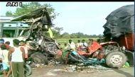 यूपी: बहराइच में नेपाल से दिल्ली जा रही बस की ट्रक से टक्कर, 5 की मौत