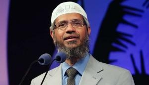 जाकिर नाइक पर मलेशिया ने की बड़ी कार्रवाई, सार्वजनिक उपदेशों पर लगाई पाबंदी
