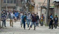 कश्मीर घाटी में तनाव के बीच लूटे गए पुलिस के 70 हथियार