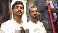 तस्वीरेंः लंदन की मेट्रो में आम आदमी बन सवारी करते दुबई के बादशाह