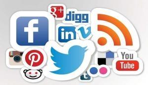 कश्मीर में WhatsApp, Facebook और Twitter से हटा बैन