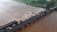 रायगढ़: मुंबई-गोवा हाईवे पर ब्रिटिशकालीन पुल टूटा, दो बसों के 22 यात्री लापता