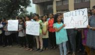 भोपाल: ड्रेस कोड के खिलाफ मौलाना आजाद कॉलेज की छात्राओं का हल्ला बोल