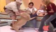वीडियो: लाइव शो में शेर के जबड़ों से जिंदा बच गई बच्ची, देखिए कैसे?
