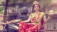 लक्ष्मी के वेश में मुंबई की सड़कों पर क्यों घूम रही हैं कंगना रनौत?