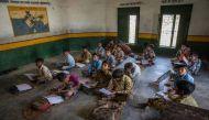 मध्य प्रदेश के झाबुआ में बिना टीचर के चल रहा है एक स्कूल