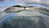 जानिए चीन में खुले दुनिया के सबसे बड़े और खतरनाक कांच के पुल की खूबियां-खामियां