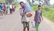 ओडिशा सरकार ने मृत पत्नी के शव को कंधे पर ढोने वाली घटना की जांच के दिए आदेश