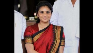 Video: Protesters attack actor-politician Ramya's car with eggs