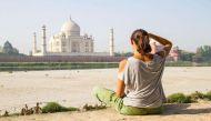 केंद्रीय संस्कृति मंत्री की 'छोटी' सलाह- भारत आने वाले विदेशी सैलानी स्कर्ट न पहनें