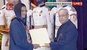 राष्ट्रपति ने साक्षी, सिंधू, दीपा और जीतू को खेल रत्न से किया सम्मानित