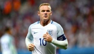 Wayne Rooney calls on Manchester United players to 'stand up'