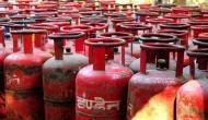 राहत की खबर: बिना सब्सिडी वाले रसोई गैस सिलेंडर की कीमत में हुई इतने रुपये की कटौती