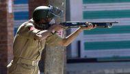गृहमंत्री राजनाथ सिंह ने जम्मू-कश्मीर में पैलेट गन की जगह मिर्ची बम के इस्तेमाल को मंजूरी दी