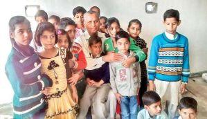 मिलिए 30 हजार जरूरतमंदों को मुफ्त तालीम देने वाले डॉ. आईए खान से