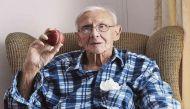 दुनिया के सबसे उम्रदराज क्रिकेटर का निधन