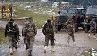 जम्मू-कश्मीर: हंदवाड़ा में सेना के काफिले पर आतंकी हमला, 3 जवान जख्मी