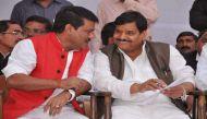यूपी: एक दिन में दो मंत्री नपे, राजकिशोर सिंह और गायत्री प्रजापति पर गाज